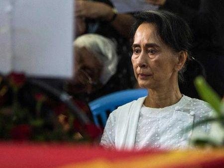 Ba Aung San Suu Kyi truoc thach thuc lon - Anh 1