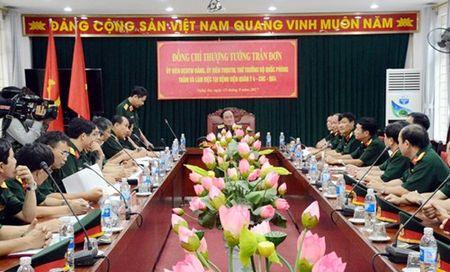 Thuong tuong Tran Don tham va lam viec tai Benh vien Quan y 4 - Anh 1