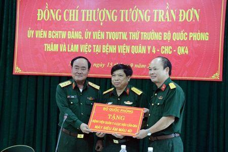 Thuong tuong Tran Don tham va lam viec tai Benh vien Quan y 4 - Anh 2