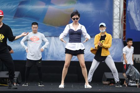 Toc Tien, Hoang Touliver tong duyet chuong trinh giua trua nang - Anh 3