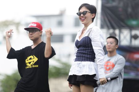 Toc Tien, Hoang Touliver tong duyet chuong trinh giua trua nang - Anh 4