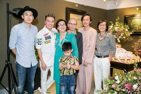 Hoai Linh, Dam Vinh Hung, Duong Trieu Vu hoi ngo mung sinh nhat me - Anh 1
