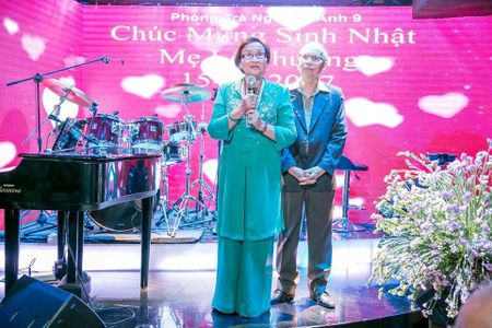 Hoai Linh, Dam Vinh Hung, Duong Trieu Vu hoi ngo mung sinh nhat me - Anh 2
