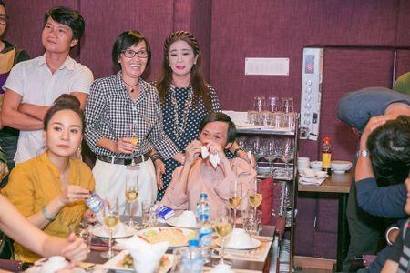 Hoai Linh, Dam Vinh Hung, Duong Trieu Vu hoi ngo mung sinh nhat me - Anh 8