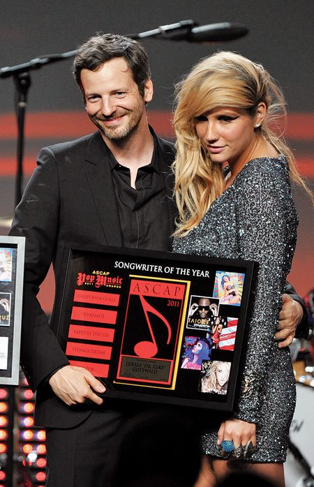 Kelly Clarkson tay chay nha san xuat bi don cuong hiep Kesha - Anh 2