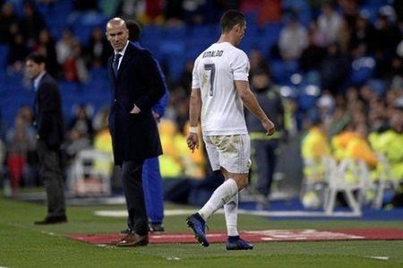 Zidane ra tay 'xu' Ronaldo, ket qua khong ngo - Anh 2
