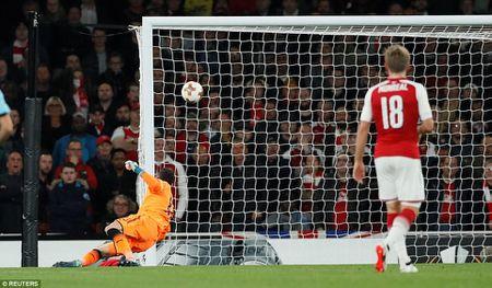 Arsenal 3-1 FC Cologne: Man nhan voi 'sieu pham' - Anh 3