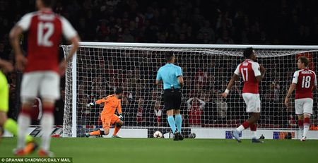Arsenal 3-1 FC Cologne: Man nhan voi 'sieu pham' - Anh 4