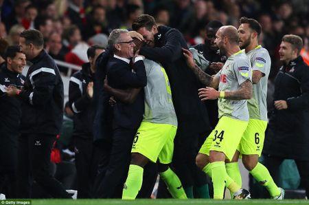 Arsenal 3-1 FC Cologne: Man nhan voi 'sieu pham' - Anh 6