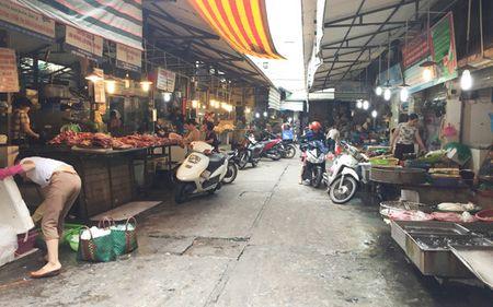 Thi truong thuc pham tai Ha Noi van on dinh truoc bao so 10 - Anh 1