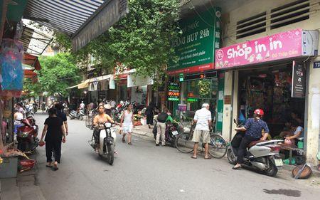 Thi truong thuc pham tai Ha Noi van on dinh truoc bao so 10 - Anh 2
