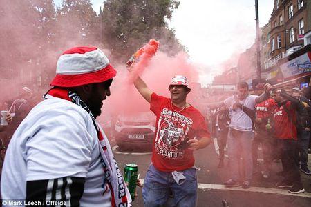 Hang nghin CDV Duc gay nao loan tai san cua Arsenal - Anh 14
