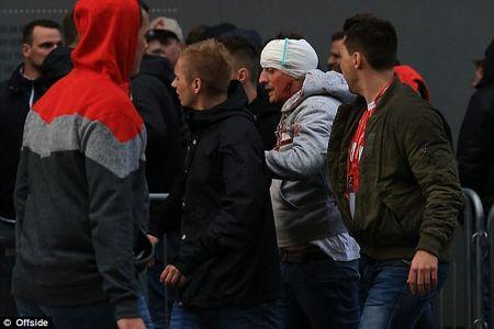 Hang nghin CDV Duc gay nao loan tai san cua Arsenal - Anh 8