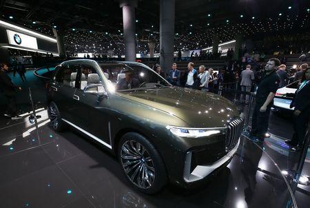 Ngam nhin BMW X7 iPerformance tai Trien lam Frankfurt 2017 - Anh 1