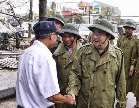 Pho Thu tuong Trinh Dinh Dung thi sat vung bao Ha Tinh - Anh 3