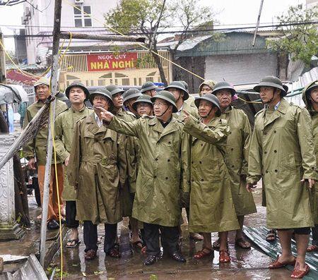 Pho Thu tuong Trinh Dinh Dung thi sat vung bao Ha Tinh - Anh 6