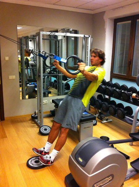 'Bo tot lang banh ni' Nadal luc luong vuot xa Roger Federer - Anh 6