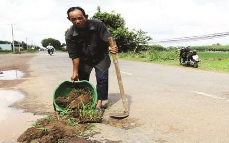 Lao nong Tay Ninh tu nguyen va duong hon 20 nam - Anh 1
