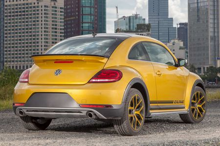 Volkswagen Beetle Dune chot gia 1,469 ty dong o Viet Nam - Anh 2