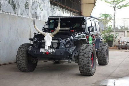 Jeep Wrangler gia 4,2 ty do 'banh khung' tai Sai Gon - Anh 7