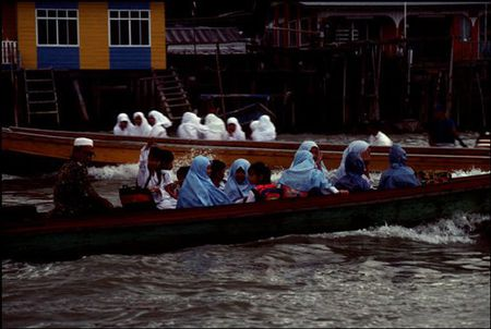 Cuoc song o Brunei nam 1992 qua ong kinh nguoi Nga (2) - Anh 10
