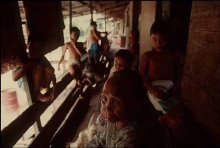 Cuoc song o Brunei nam 1992 qua ong kinh nguoi Nga (2) - Anh 1