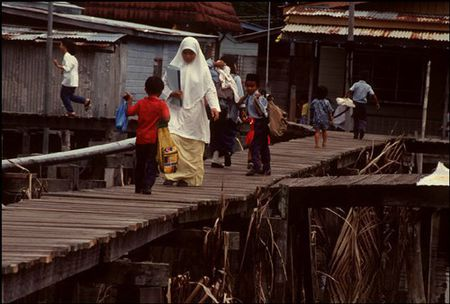 Cuoc song o Brunei nam 1992 qua ong kinh nguoi Nga (2) - Anh 7