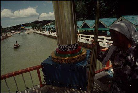 Cuoc song o Brunei nam 1992 qua ong kinh nguoi Nga (2) - Anh 9