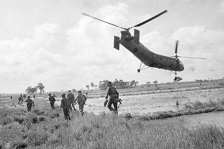 H-21: 'Ngua tho' bat kham cua My tren chien truong Viet Nam - Anh 11