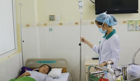 9 truong hop nghi ngo doc thuc pham duoc cap cuu kip thoi - Anh 1