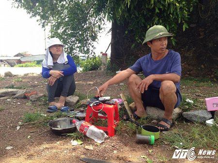 Dan Ha Tinh ngao ngan nhin canh tuong do nat, tan hoang sau bao so 10 - Anh 10