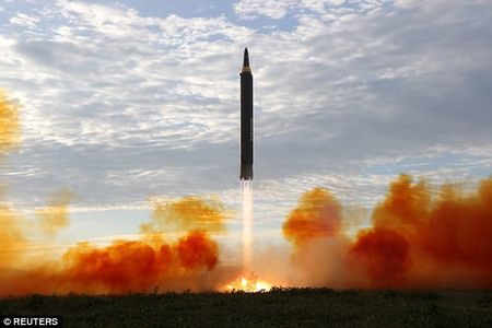 Ong Kim Jong-un hao huc xem phong ten lua qua Nhat Ban - Anh 2