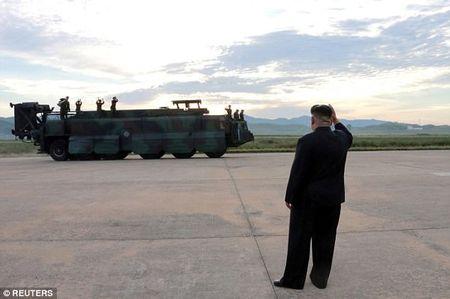 Ong Kim Jong-un hao huc xem phong ten lua qua Nhat Ban - Anh 5