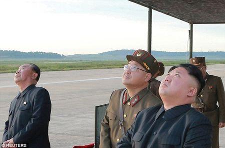 Ong Kim Jong-un hao huc xem phong ten lua qua Nhat Ban - Anh 6