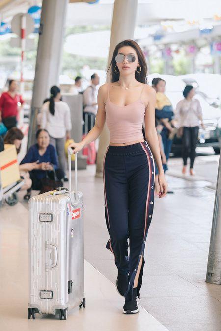Mau Thuy khoe ve sexy, hoi ngo Phan Linh VNTM 2013 - Anh 1