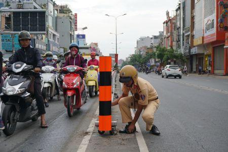 Cua ngo Tay Bac TP HCM ket cung tu sang toi trua - Anh 3