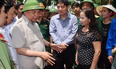 Thu tuong Nguyen Xuan Phuc kiem tra viec khac phuc bao so 10 tai Nghe An - Anh 1