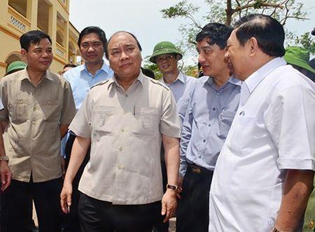 Thu tuong Nguyen Xuan Phuc kiem tra viec khac phuc bao so 10 tai Nghe An - Anh 2