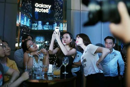 Samsung Galaxy Note 8 ra mat tai The Gioi Di Dong - Anh 1
