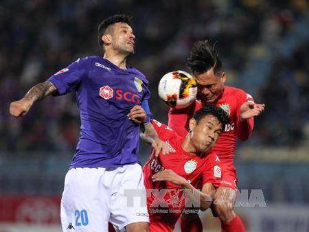 V-League 2017: Becamex Binh Duong gianh tron 3 diem truoc Ha Noi FC - Anh 1