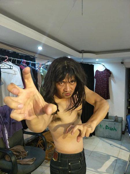 Giua tam bao vo co tinh 'ha be' NSND Anh Tu vi chuc giam doc, Xuan Bac hanh dong 'la'! - Anh 1