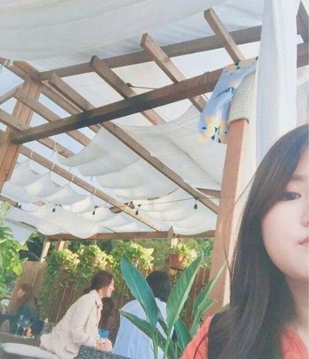 Bat gap Song Hye Kyo tan huong cuoc song doc than, tranh thu tu tap ban be - Anh 1