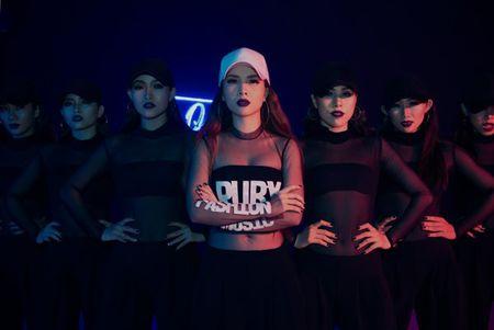 Mac thi truong day ballad lui tim,Yen Trang '1 minh 1 ngua' quay voi nhac dance boc lua - Anh 2