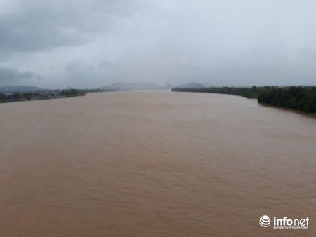 Thanh Hoa: 108 nha toc mai, hang tram met de bao bi cuon troi do bao so 10 - Anh 3