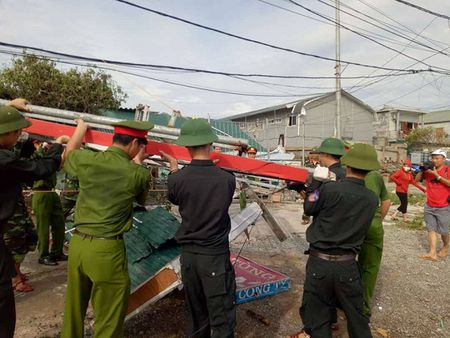 Ha Tinh: Huy dong hon 11.000 can bo chien sy giup dan khac phuc hau qua Bao so 10 - Anh 2