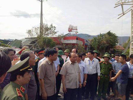 Roi Quang Binh, TT Nguyen Xuan Phuc ra Ha Tinh chi dao khac phuc hau qua bao so 10 - Anh 1