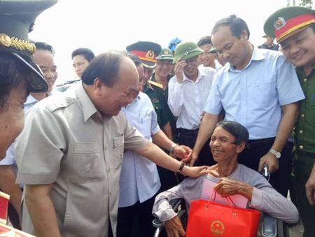 Roi Quang Binh, TT Nguyen Xuan Phuc ra Ha Tinh chi dao khac phuc hau qua bao so 10 - Anh 3