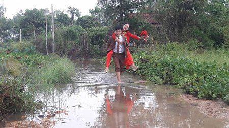 Quang Tri: Chu re vuot lu, doi mua ruoc dau ngay bao - Anh 1