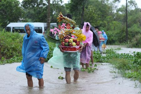 Quang Tri: Chu re vuot lu, doi mua ruoc dau ngay bao - Anh 6
