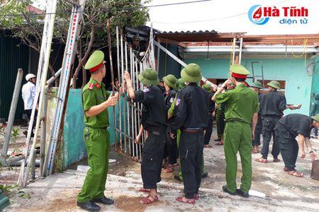 Luc luong quan su, cong an giup dan khac phuc bao so 10 - Anh 8